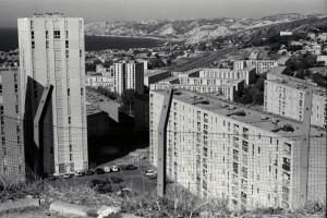La Bricarde : construction de la cité de La Bricarde (16é art.) à l'horizon L'Estaque et la Côte Bleue