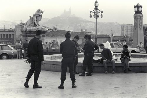 Photographie © J. Windenberber - Contrôle policier devant la gare Saint Charles - 1992